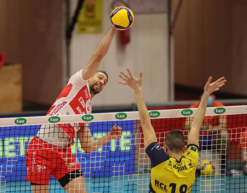 Serata storta per Gas Sales Bluenergy Volley Piacenza: il derby va a Modena image