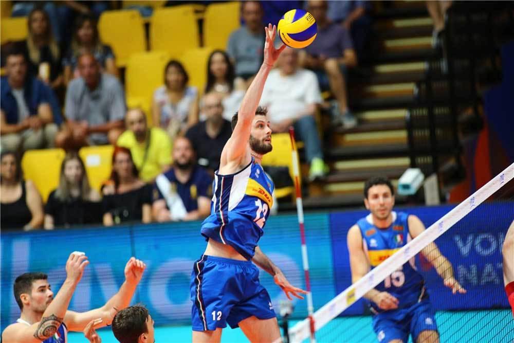 Le mani di Enrico Cester per il muro di Gas Sales Bluenergy Volley Piacenza image